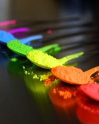 Dein Boilie Dip wird durch Farben und uv-aktive Fluo-Farben für den Karpfen besonders attraktiv.